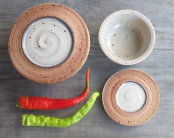 Kitchen storage jar Set of 2 ceramic jars salt cellar pottery food container with lid for salt pepper herbs spices jam nesting