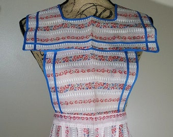 Beautiful Vintage Retro Full Apron Red and Pink Floral and Blue