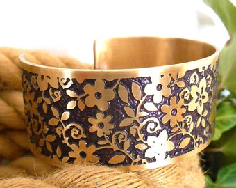 Purple Flower Brass Bracelet Cuff, Floral Design Jewelry, Flowers, Gift for her, Brass Cuff, Boho Jewelry, Ready to Ship