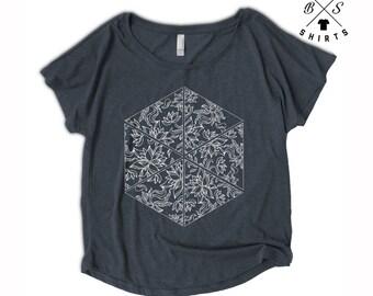 ON SALE, Womens Floral Shirt - Flower Pattern - Oversized - Off Shoulder - Dolman - Vintage Clothing - Flower Shirt - Ladies