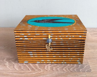 Cute storage box, handmade with the famous Speed Bird African print, to store your keys, hair bands, cards, etc