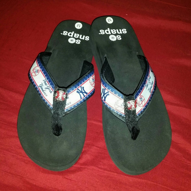 1a99acd97 New York Yankees Flip Flops Sandals Sizes Small 5 Med.