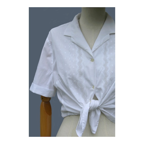 1960s embroidered white cotton blouse / Mod girl b
