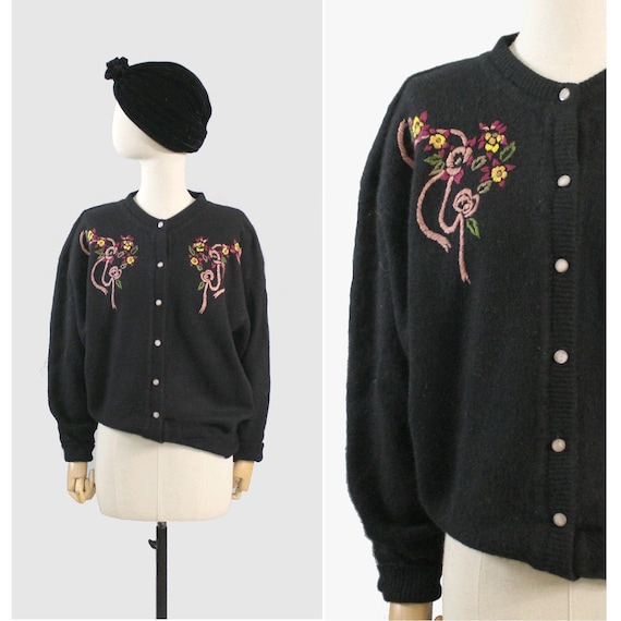 Embroidered black wool cardigan / floral embroider