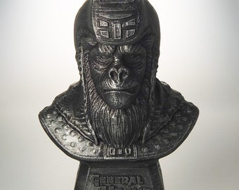 Planet of the Apes - General Ursus Bust (Hammered Iron)