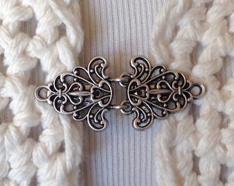 The mattie silver tone Celtic sweater clasp clip