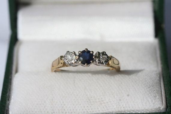 FREE SHIPPING 18ct 18K Yellow Gold Diamond /& Sapphire Trilogy Ring 1970 Engagement Ring