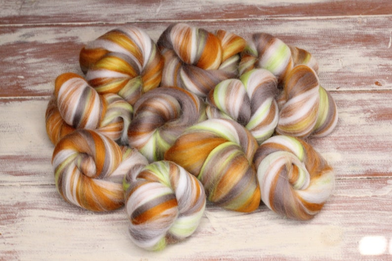 Woolly Buns  'Lime Toffee'  Merino fibers finely image 0