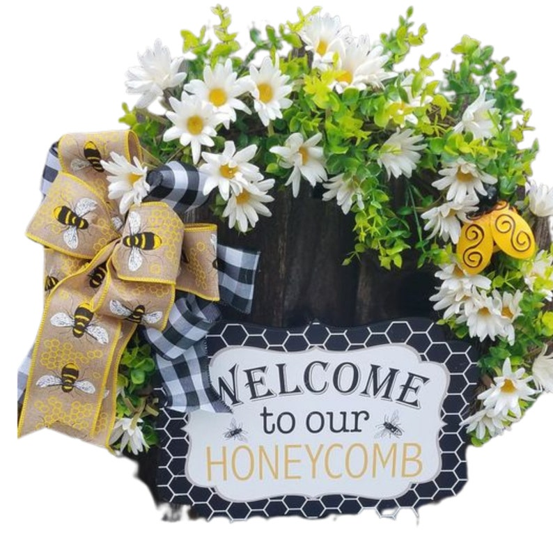 bumblebee decor boxwood entryway decor daisy wreath image 0