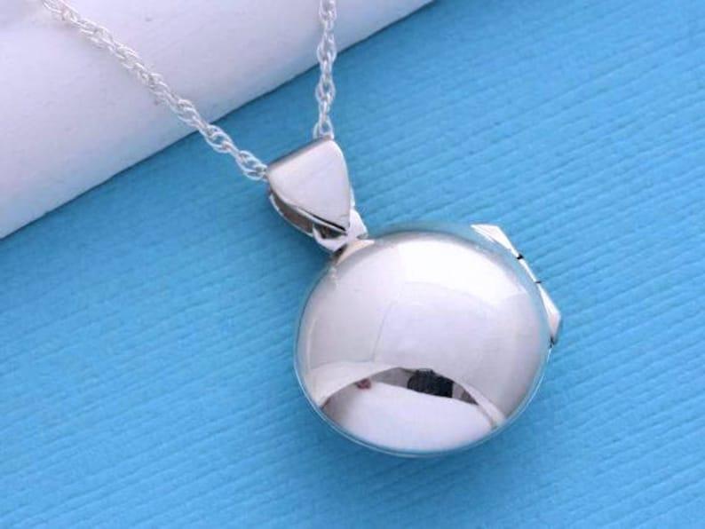 3ed31d153ffa Lockets Sterling Silver Medium size Locket Necklace Round