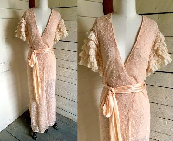 Antique Edwardian dressing gown - peach pink - lac