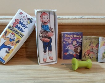 TD 8 Miniature Howdy Doody And Three Books Great For Barbie Dollhouse Collectors