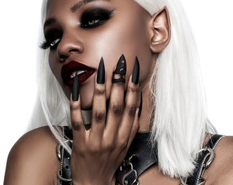 Pleasure Claw Ring in Black