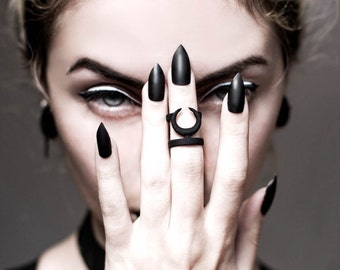 Occult midi ring in black - A midi ring with the Sun and Moon hiding from each other.