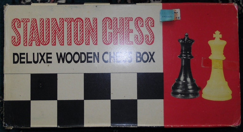 Vintage Game Staunton Chess Deluxe Wooden Chess Box and Plastic Chess Pieces