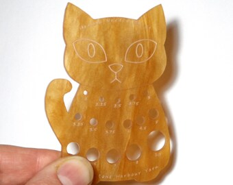 Herman Cat Knitting Needle Gauge Ginger Tom Swirl  Metric