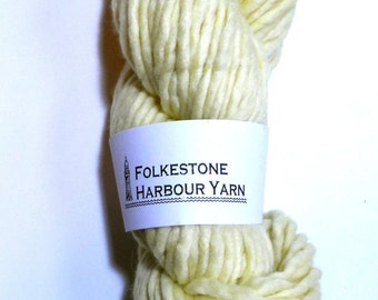 Isabelline Creamy Yellow Super Chunky Merino Wool Yarn 02