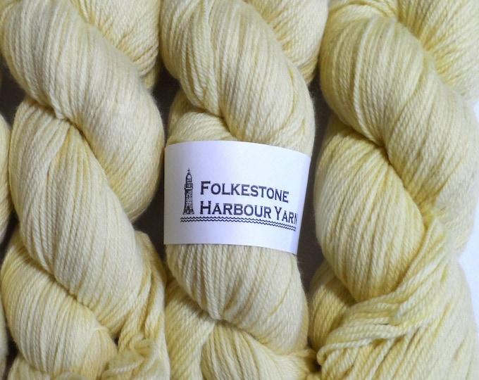 Isabelline Creamy Yellow Wool Yarn DK Merino 02