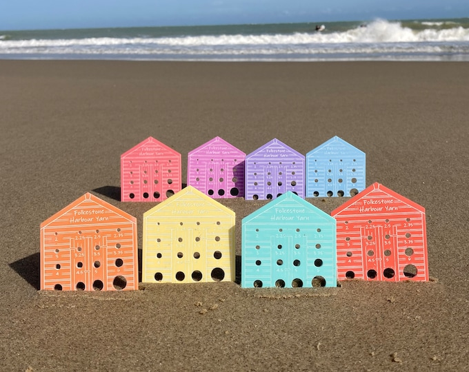 Beach Hut Knitting Needle Gauge       Metric     Choice of Pastel colours