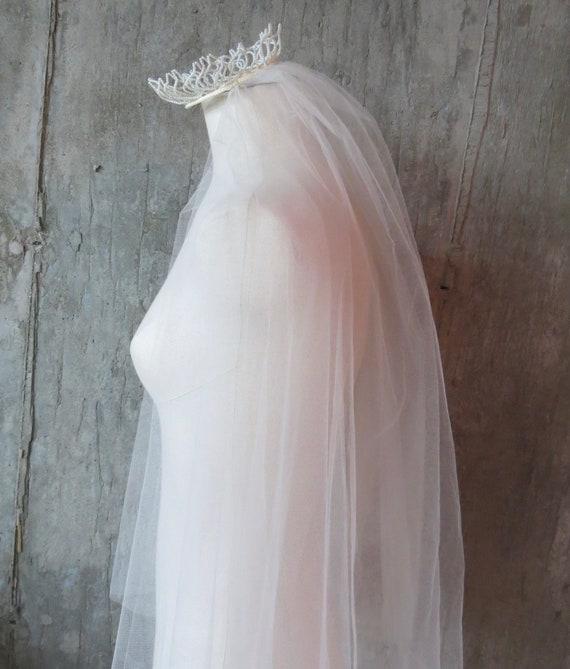 Vintage 1950s Fingertip Ivory Wedding Veil, Free … - image 7