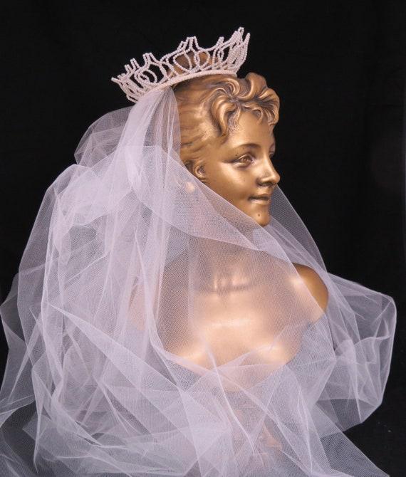 Vintage 1950s Fingertip Ivory Wedding Veil, Free … - image 9
