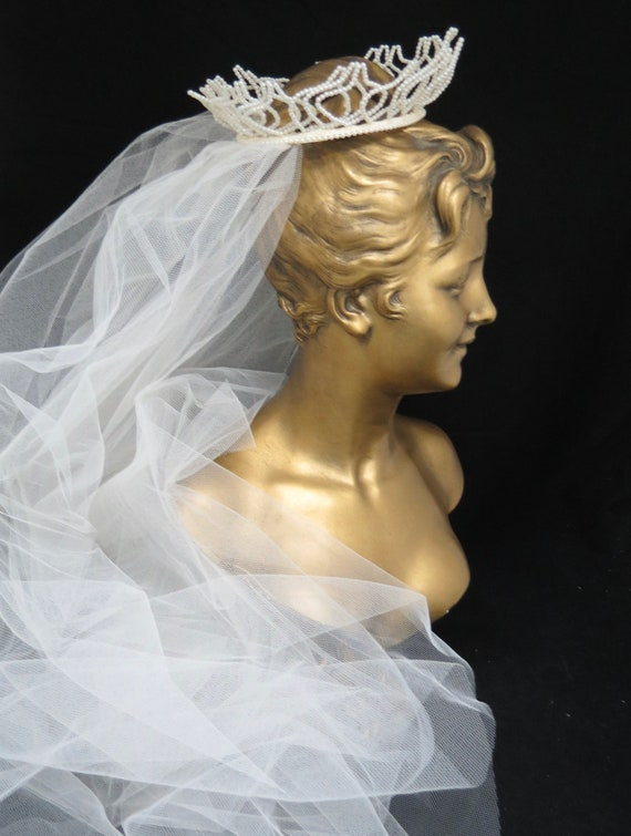 Vintage 1950s Fingertip Ivory Wedding Veil, Free … - image 1