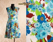 White Blue 70s vintage Floral dress Sleeveless V neck Shirt mini dress Mod hippie dress size Medium