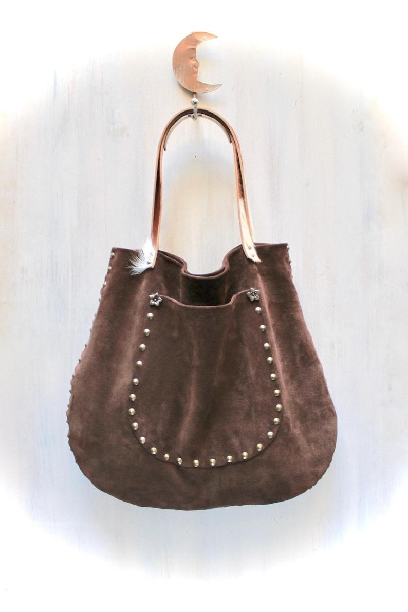 6b02320c8f borsa vera pelle in camoscio e cavallino, grande borsa marrone con borchie  agnès de juliis