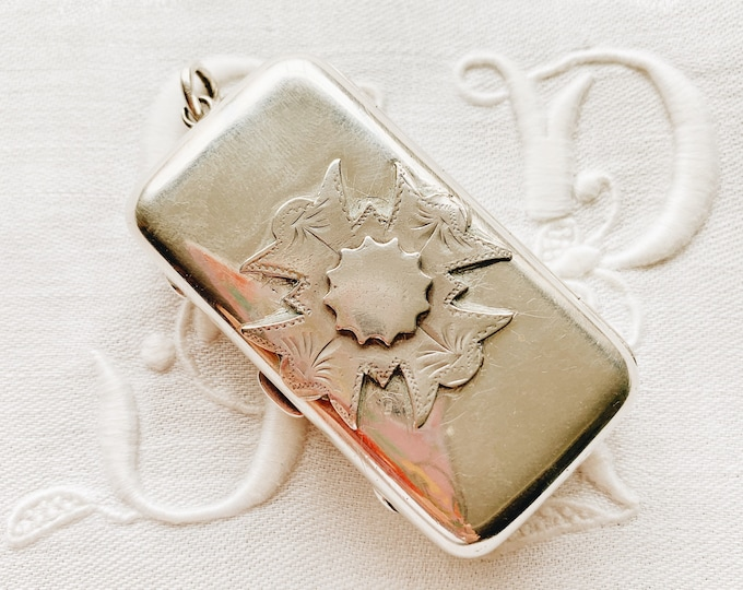 1905 Edwardian Sterling Silver Pill Box/Toothpick Case with Raised Crest