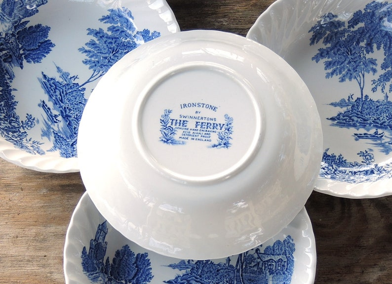 ON SALE Swinnertons Coupe Soup Bowls Ensemble de 4 The Ferry Blue Staffordshire China Blue White Transferware Tea Parties vintage Replacement Chi