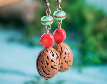 Boho chic earrings_red brown_artisan vert Murano glass_organic éco-friendly_teardrop_natural nut_tribal corail Gipsy Strega_Aries Scorpion