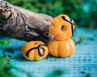 Yellow pumpkins_yellow black beads_artisan lampwork glass_plant vegetable beads_Jack-o-lantern beads_Halloween pumpkins_nature-inspired bead
