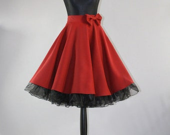 WOW Great plate skirt in the style of the 50s