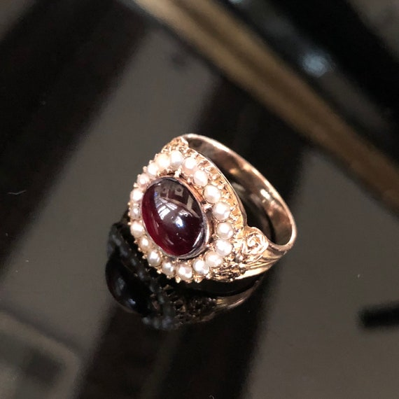 Georgian foiled Garnet Pearl Ring, vintage and antique jewelry