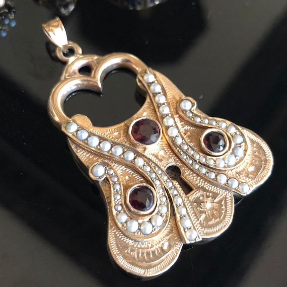 Victorian era Gold Padlock pearl and garnet pendant, Antique jewelry, Antiques