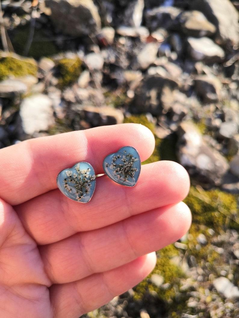 spedizione gratuita in Italia Orecchini tappabuco in acciaio inox a forma di cuore con fiori di carota selvatica