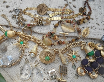 eb0a26ee2072 Destash Costume Jewelry Lot Gold Tone and Green Charm Bracelet