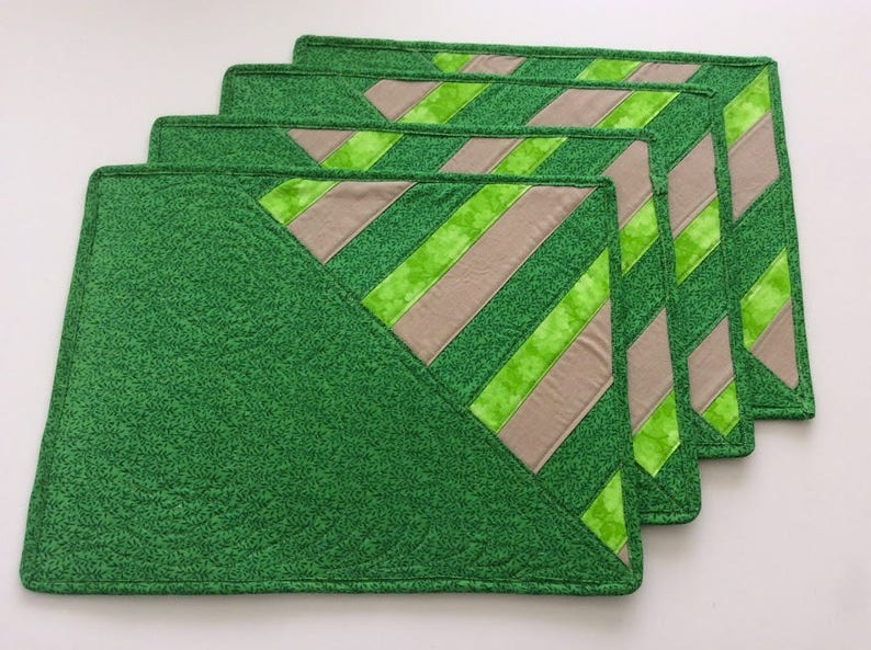 Green Double-Sided Clover-Patched Placemat Set