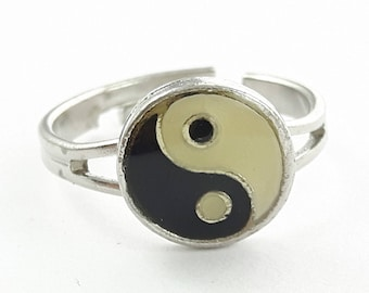 Yin Yang Ring - Cream and Black