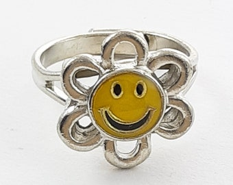 Vintage 90s Smiley Face Daisy Ring