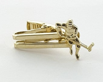 Hockey Player Tie Clip in Gold