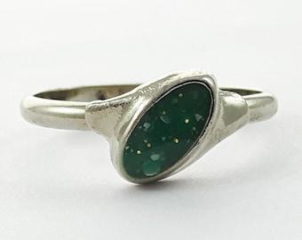 Vintage 90s Green Confetti Ring - VR0017