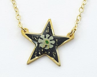 Vintage Star Floral Print Necklace in Green