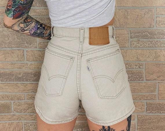 Levi's 950 Beige Button Fly Shorts / Size 26 27