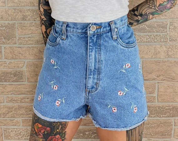 Vintage Embroidered Rose Shorts / Size 28 29