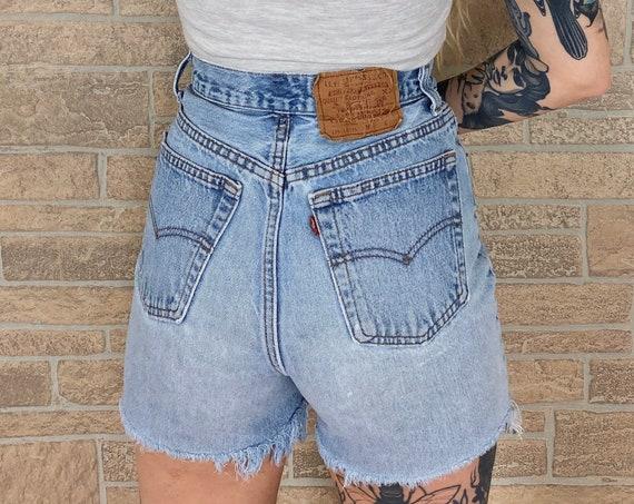 Levi's 501 Shorts / Size 26