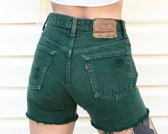 Vintage Levi's 501 Green Shorts / Size 25