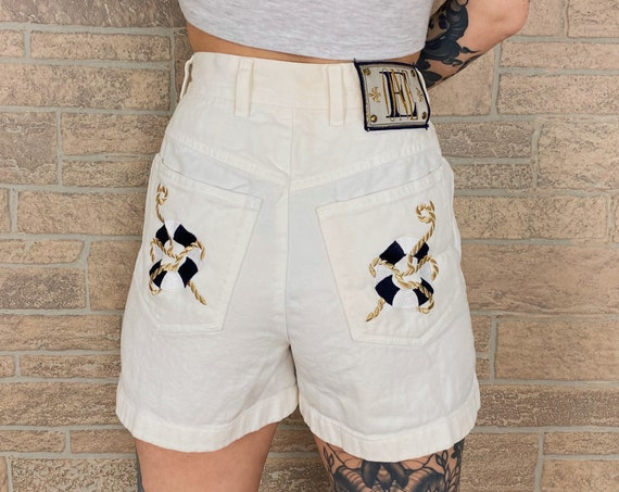 Vintage ESCADA Designer Embroidered White Shorts / Size 26