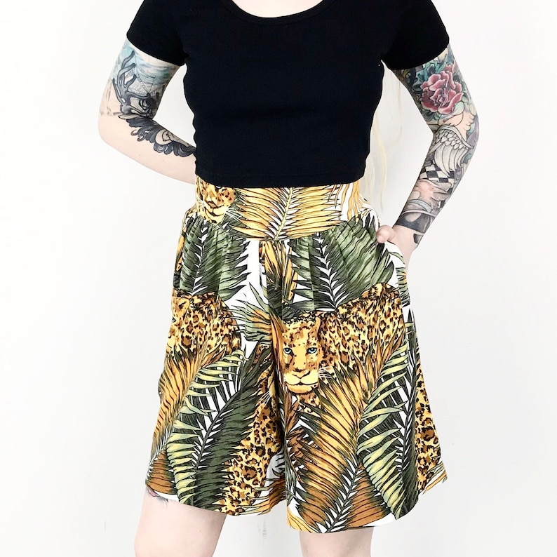 Vintage High Waisted Wild Cat Jungle Leopard Print Casual Summer Shorts  Women/'s size Large L 29 30 31 32