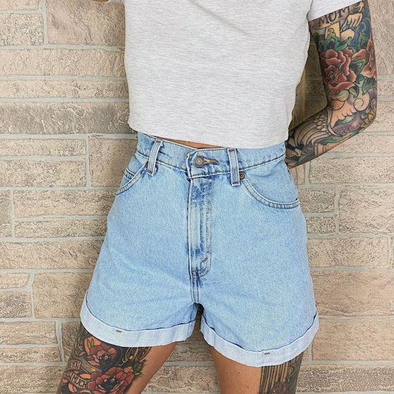 Levi's 954 High Waisted Shorts / Size 28